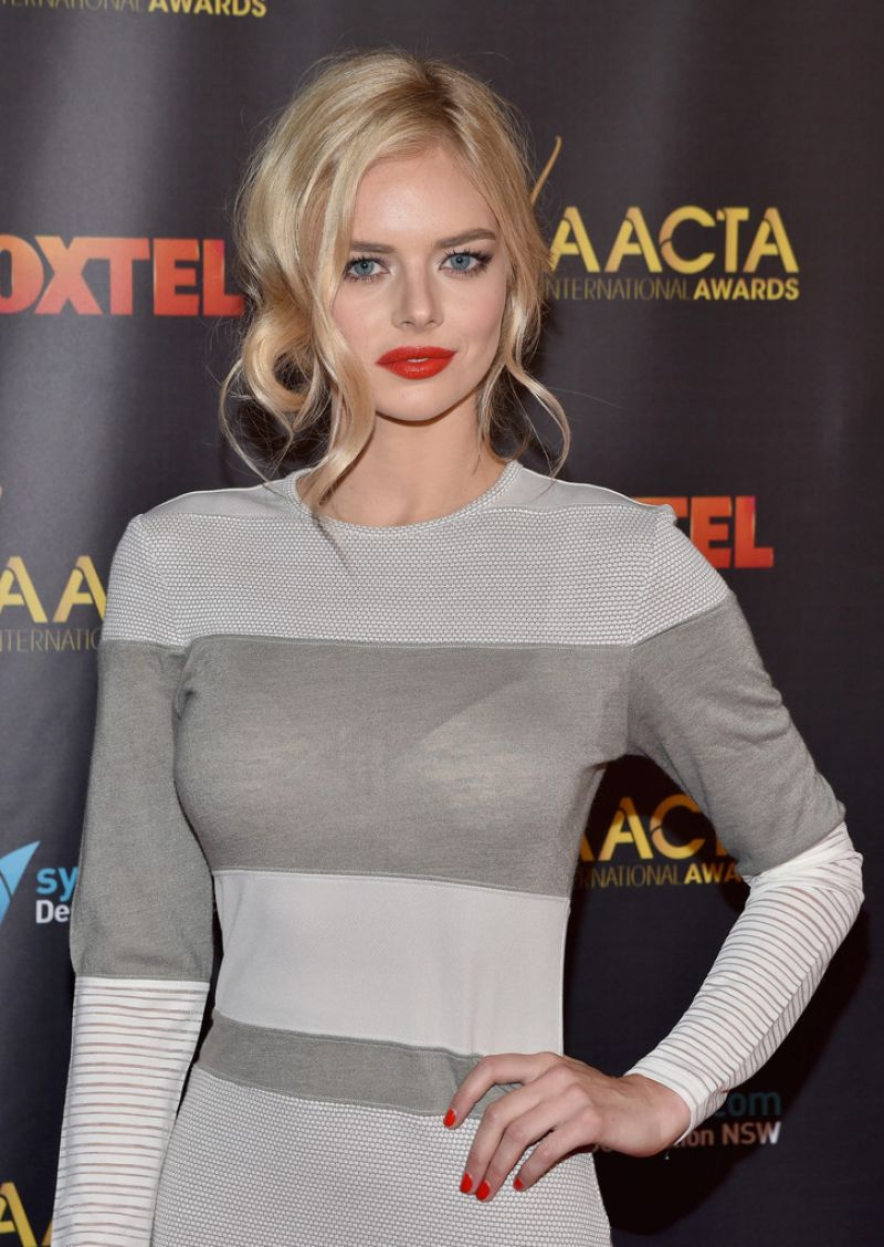 samara weaving red dress