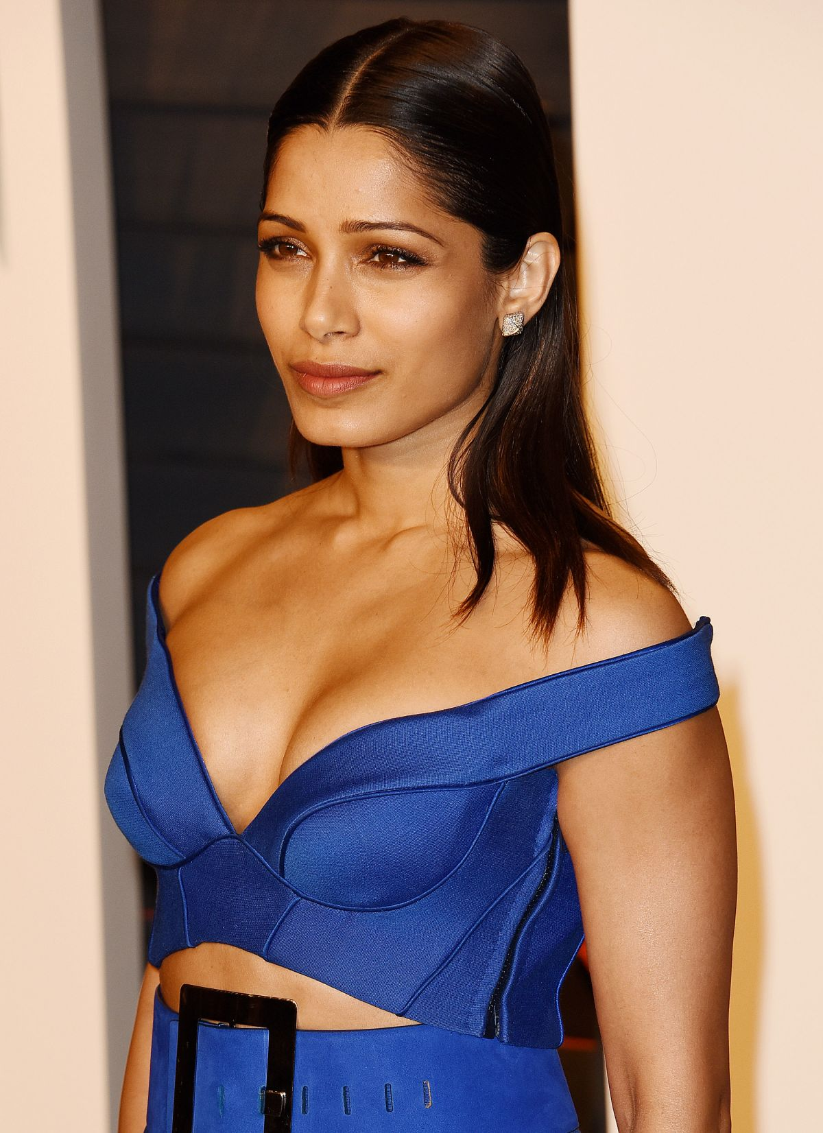 Freida Pinto At 2016 Vanity Fair Oscar Party Hosted by Graydon Carter - Celebzz - Celebzz Freida Pinto