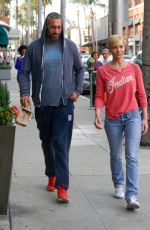 Jaime Pressly Visits To A Medical Building In Beverly Hills