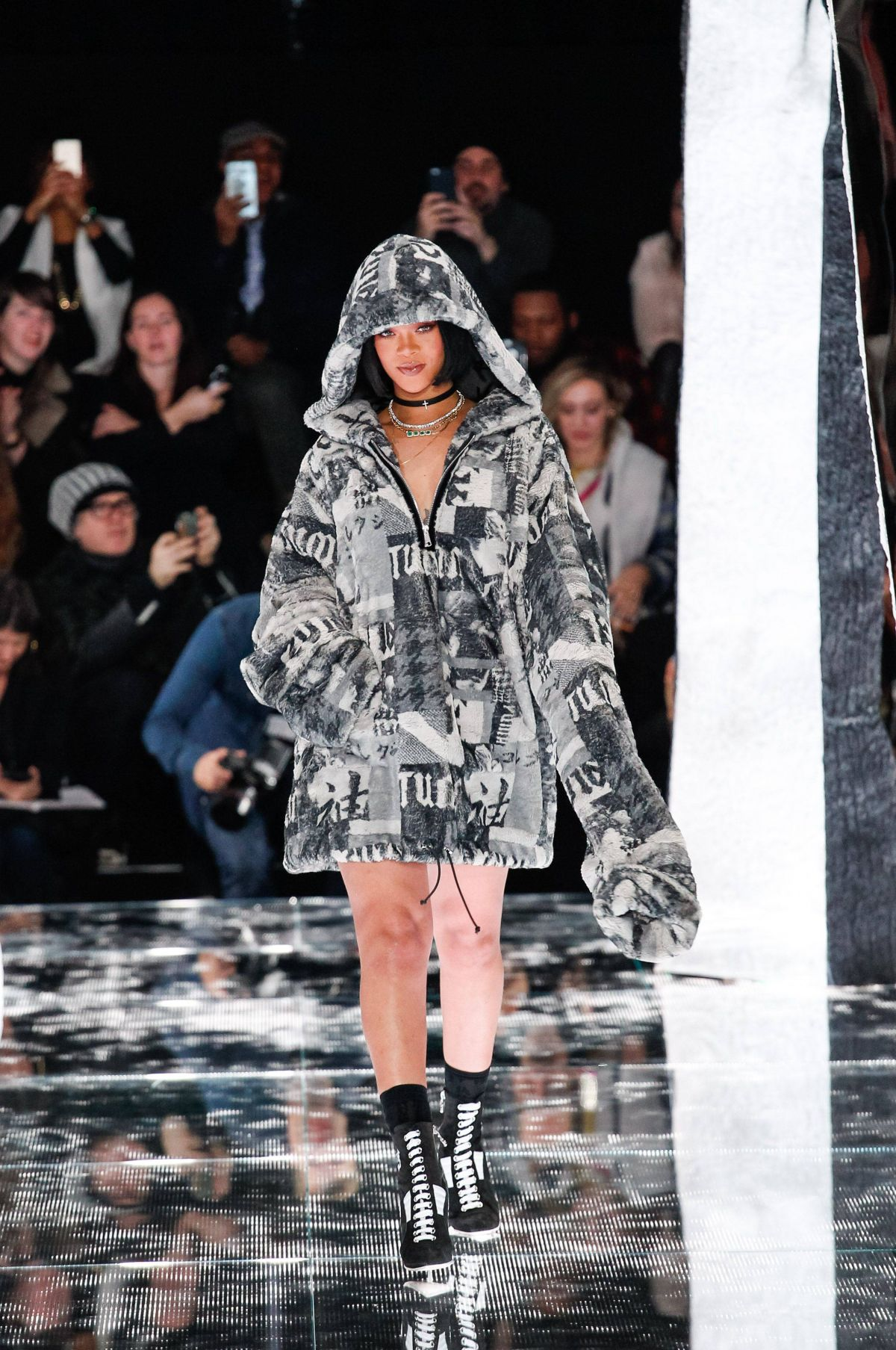 rihanna at fenty puma fall 2016 collection in new york. Black Bedroom Furniture Sets. Home Design Ideas