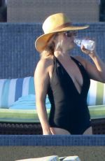 Reese Witherspoon Wearing A Swimsuit In Cabo San Lucas