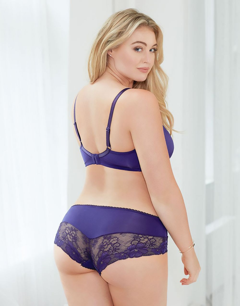 iskra lawrence adore me collection 2016   celebzz