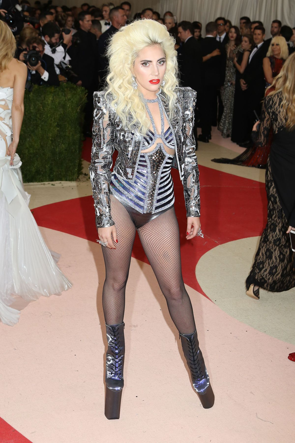 lady gaga at costume institute gala in new york celebzz celebzz. Black Bedroom Furniture Sets. Home Design Ideas