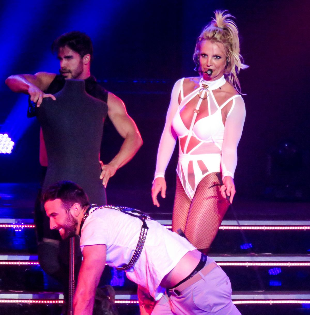 Britney spears at 39 piece of me 39 show at planet hollywood for Pool show las vegas 2016