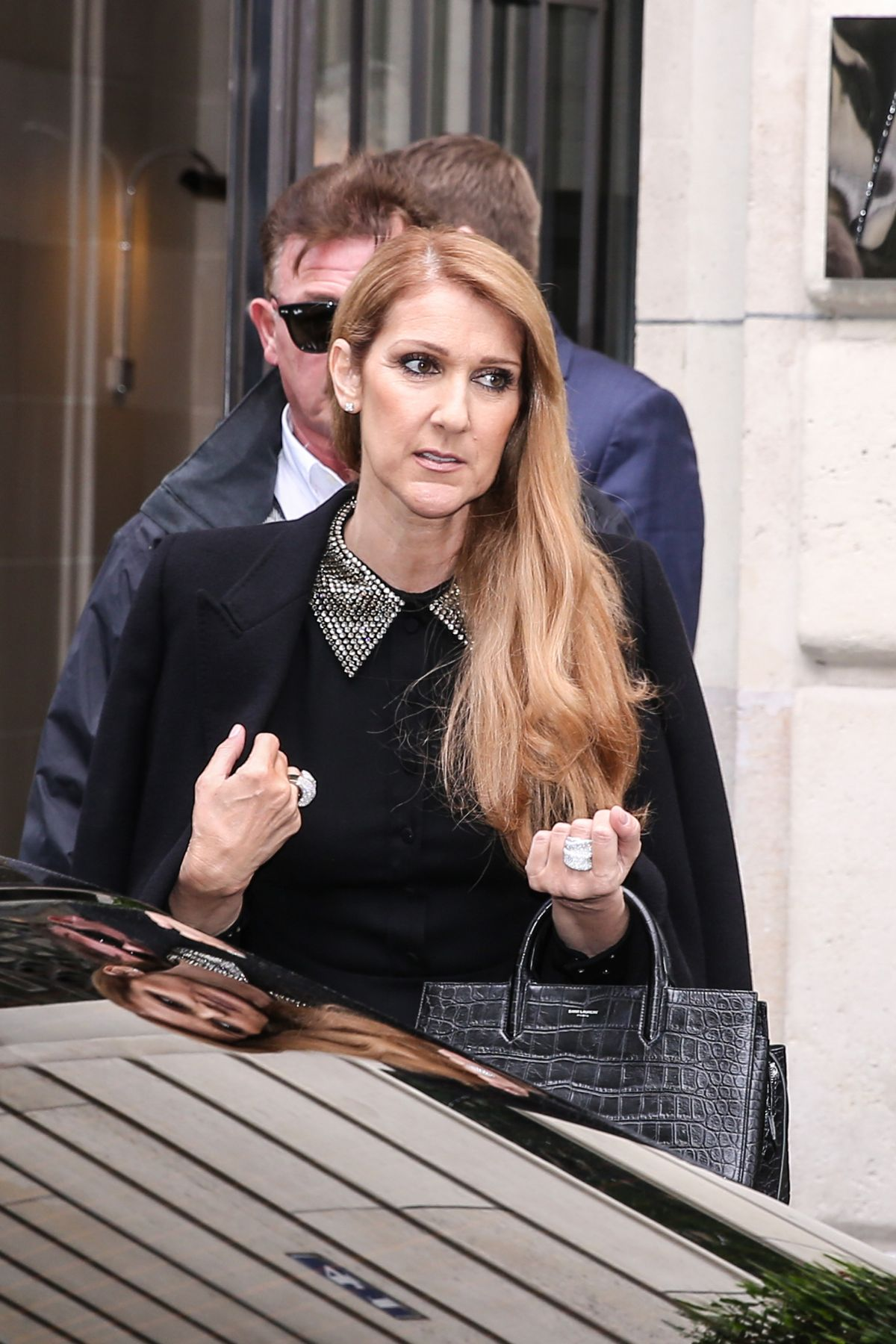celine dion arrives at studio 130 to record a tv show at la plaine saint denis celebzz celebzz. Black Bedroom Furniture Sets. Home Design Ideas