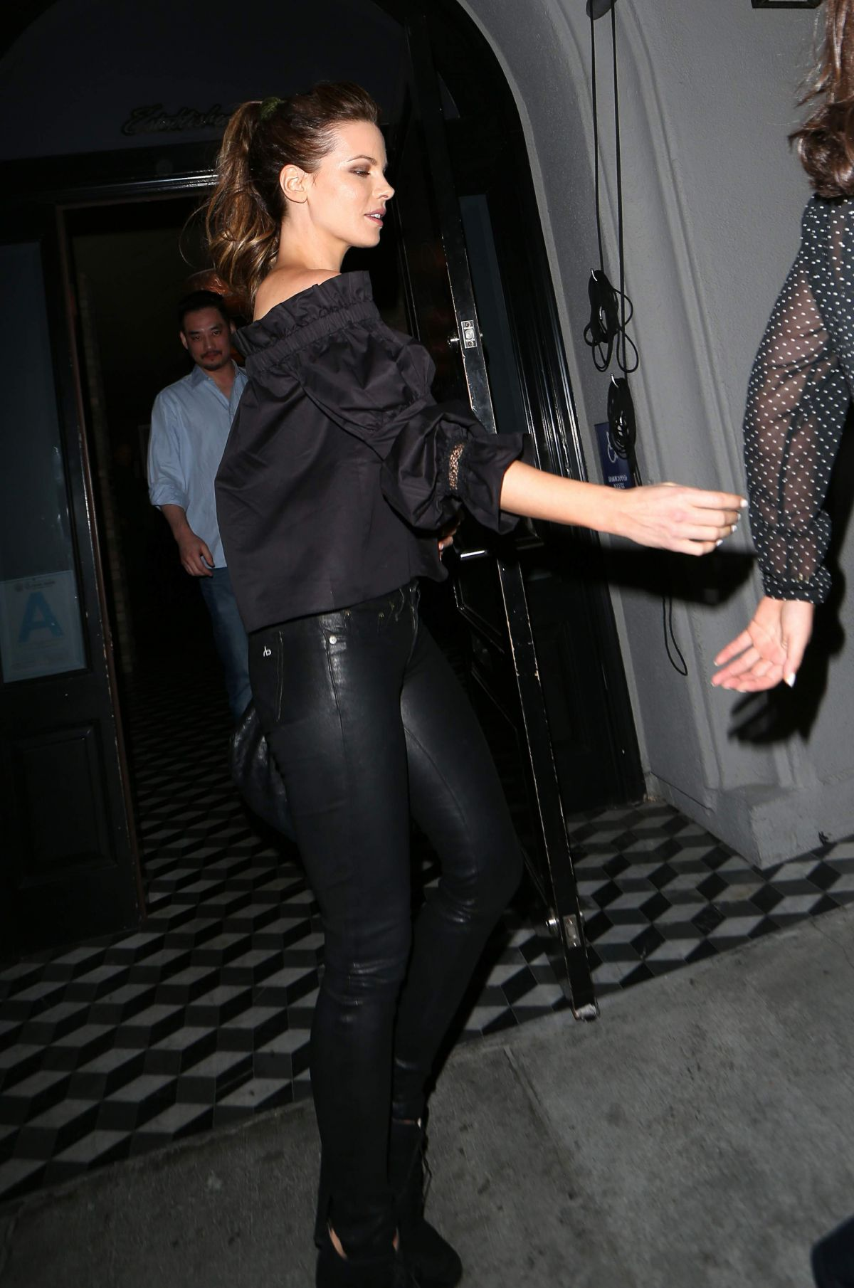 Kate beckinsale at craigs restaurant in hollywood
