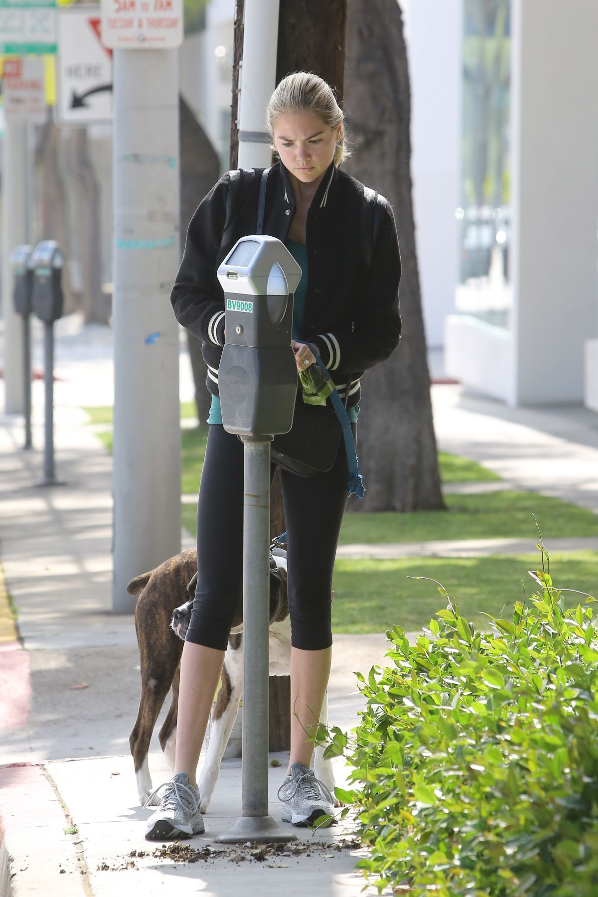 Kate upton arriving to an office building in la celebzz for Upton builders