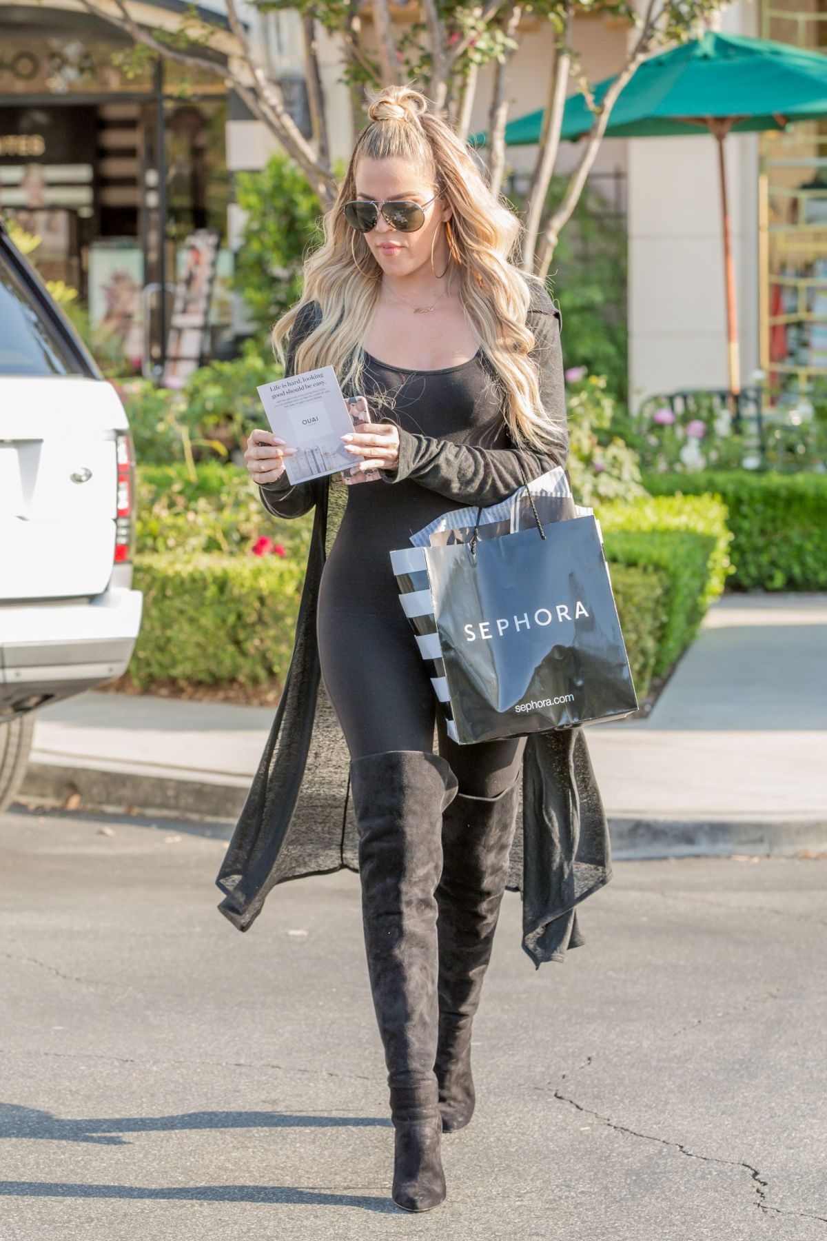 b71a050a8bfd8 Khloe Kardashian Out and About - Celebzz