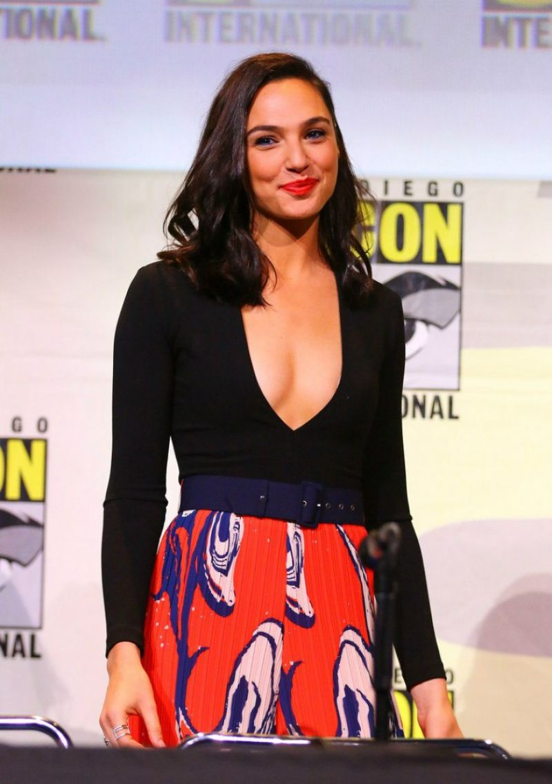 gal-gadot-at-warner-bros-presentation-during-comic-con-in-san-diego_1.jpg