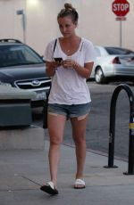 Kaley Cuoco Having dinner with friend at Granville, Studio City