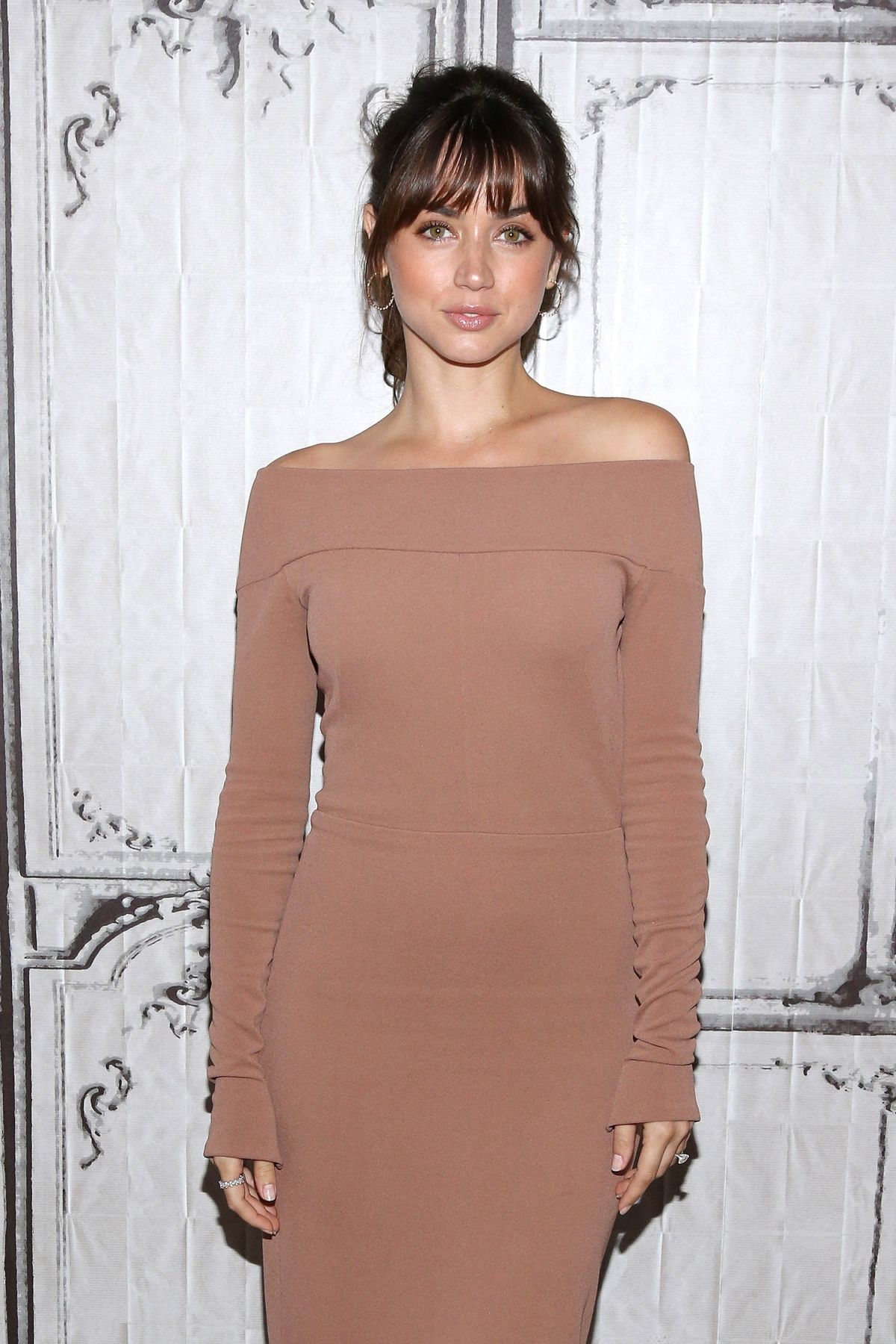 ana-de-armas-arrives-at-today-show-in-new-york-14 - Flash Of The Stars