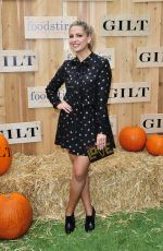Sarah Michelle Gellar At Gilt & Foodstirs Celebrate Exclusive Cupcake Kit in LA
