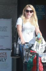 Busy Phillips Seen doing some early morning grocery shopping in Los Feliz