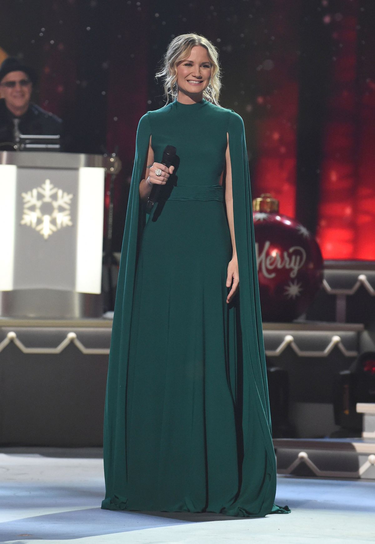 Jennifer Nettles At CMA 2016 Country Christmas in Nashville - Celebzz