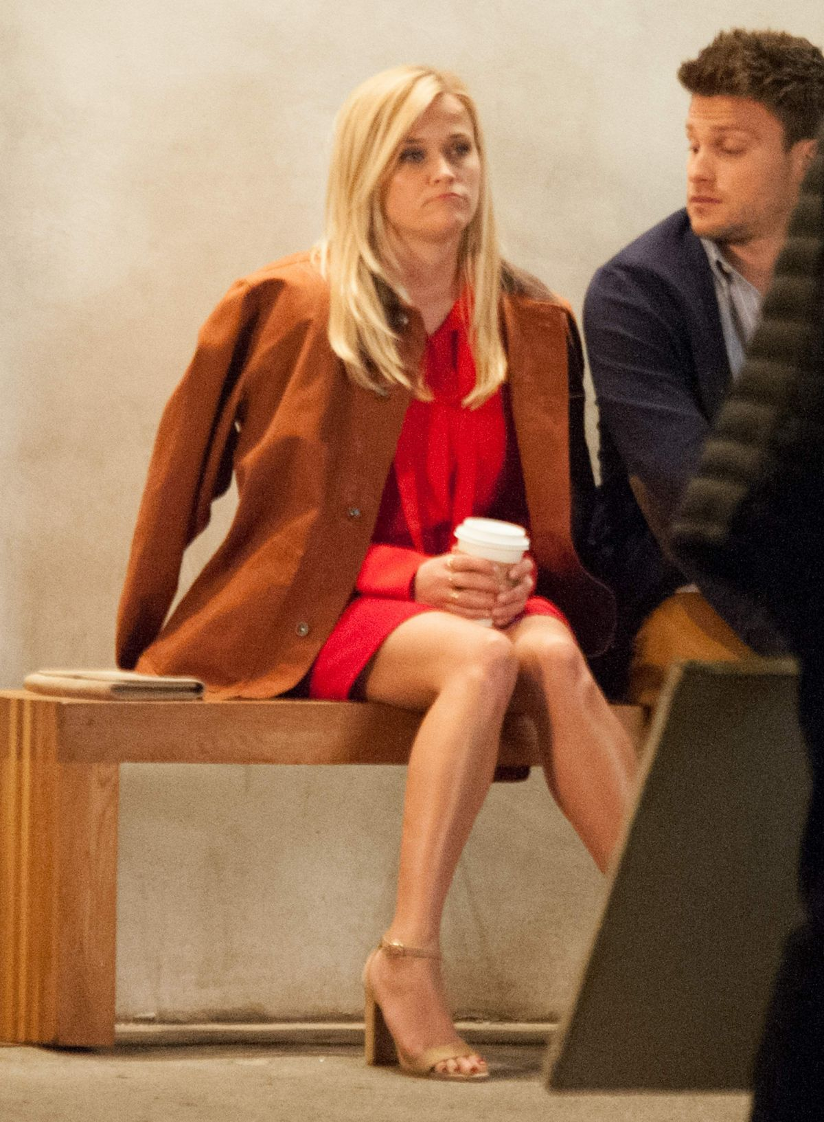 Reese Witherspoon At Home Again Filmset In La Celebzz Celebzz