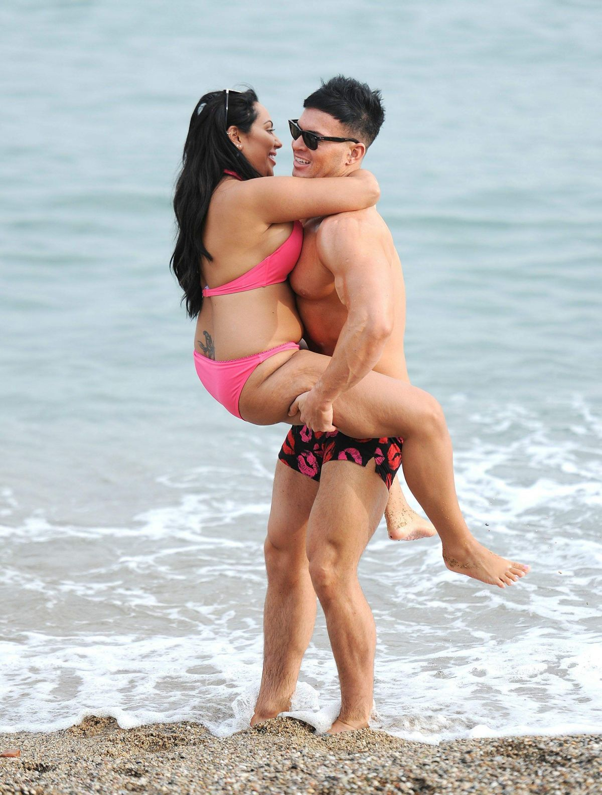 Sophie Kasaei in Pink Bikini on the beach in Lanzarote Pic 21 of 35