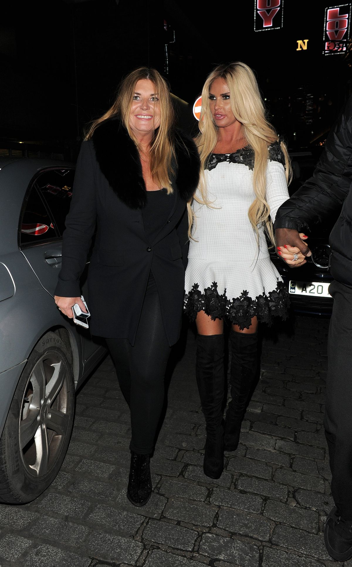 Katie Price Out for the evening in London   katie-price-out-for-the-evening-in-london_13