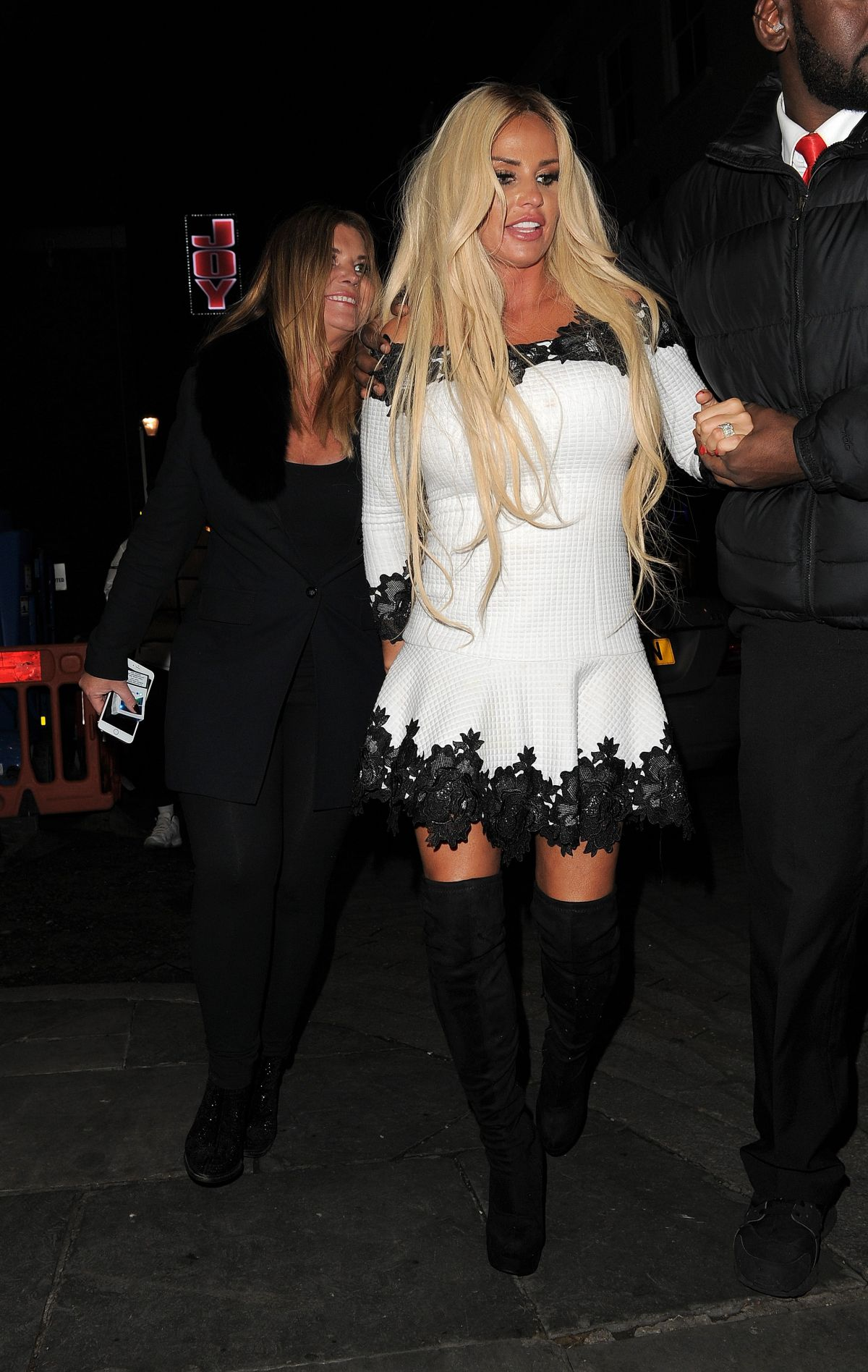 Katie Price Out for the evening in London   katie-price-out-for-the-evening-in-london_14