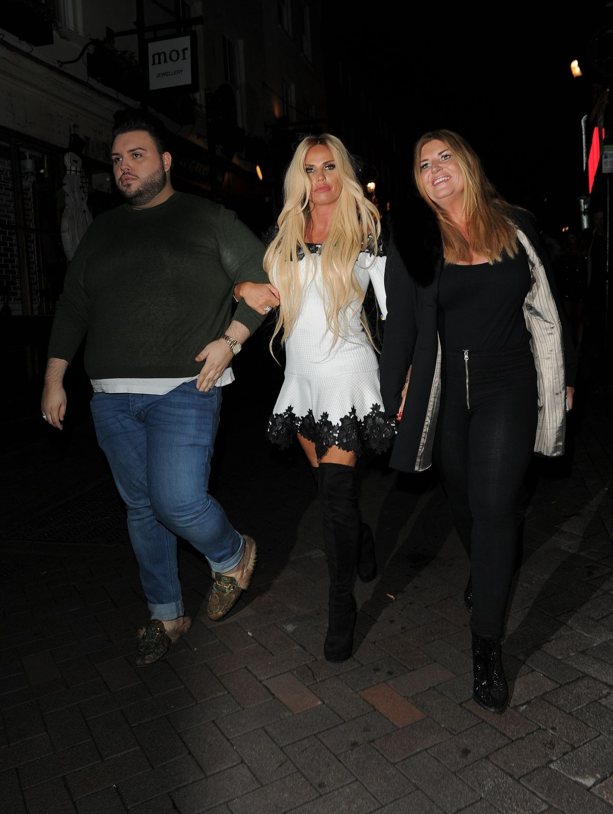 Katie Price Out for the evening in London   katie-price-out-for-the-evening-in-london_15