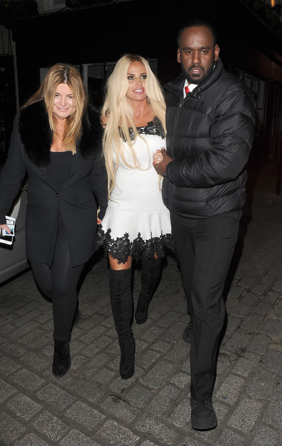 Katie Price Out for the evening in London   katie-price-out-for-the-evening-in-london_18