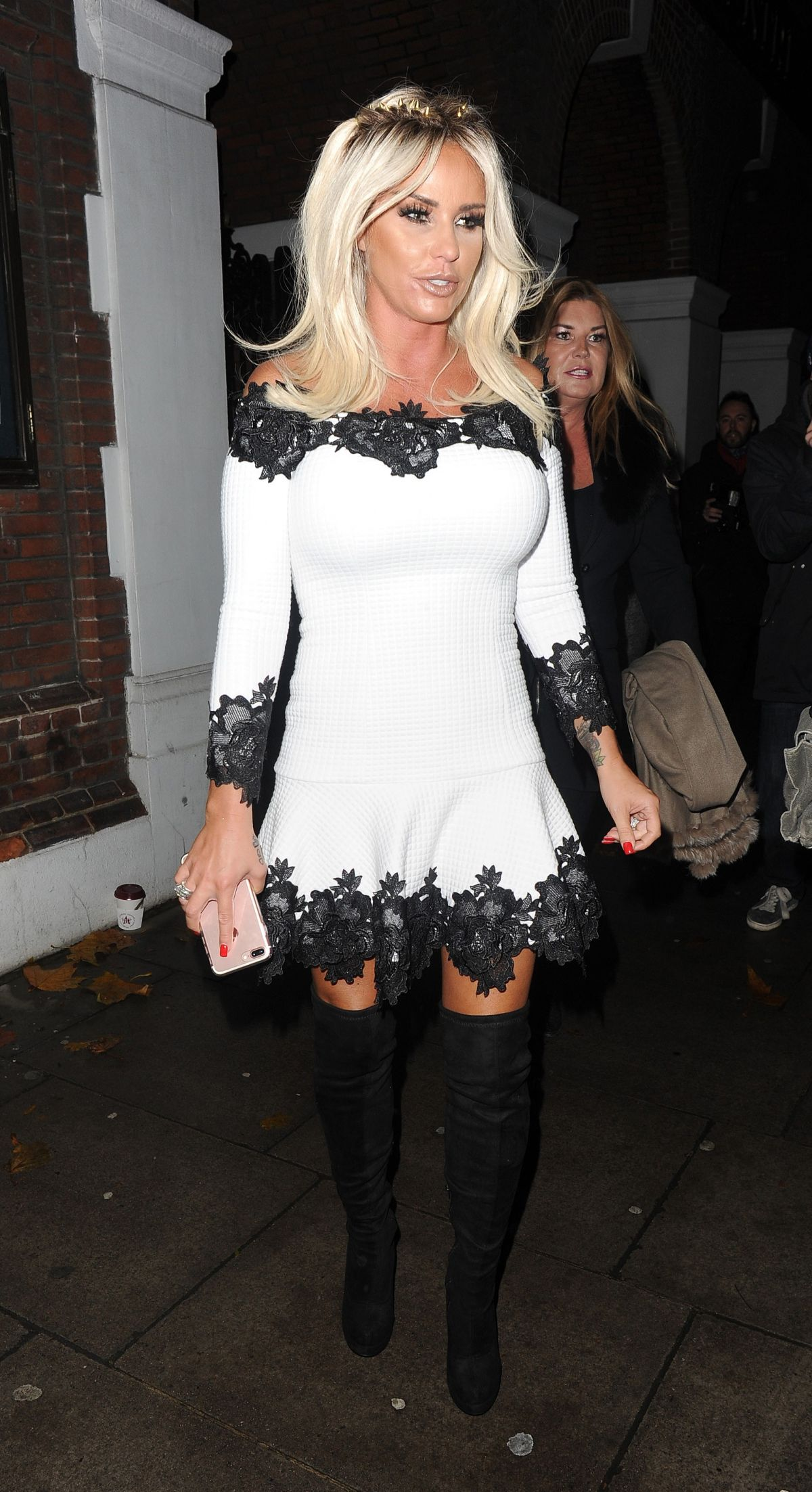 Katie Price Out for the evening in London   katie-price-out-for-the-evening-in-london_2