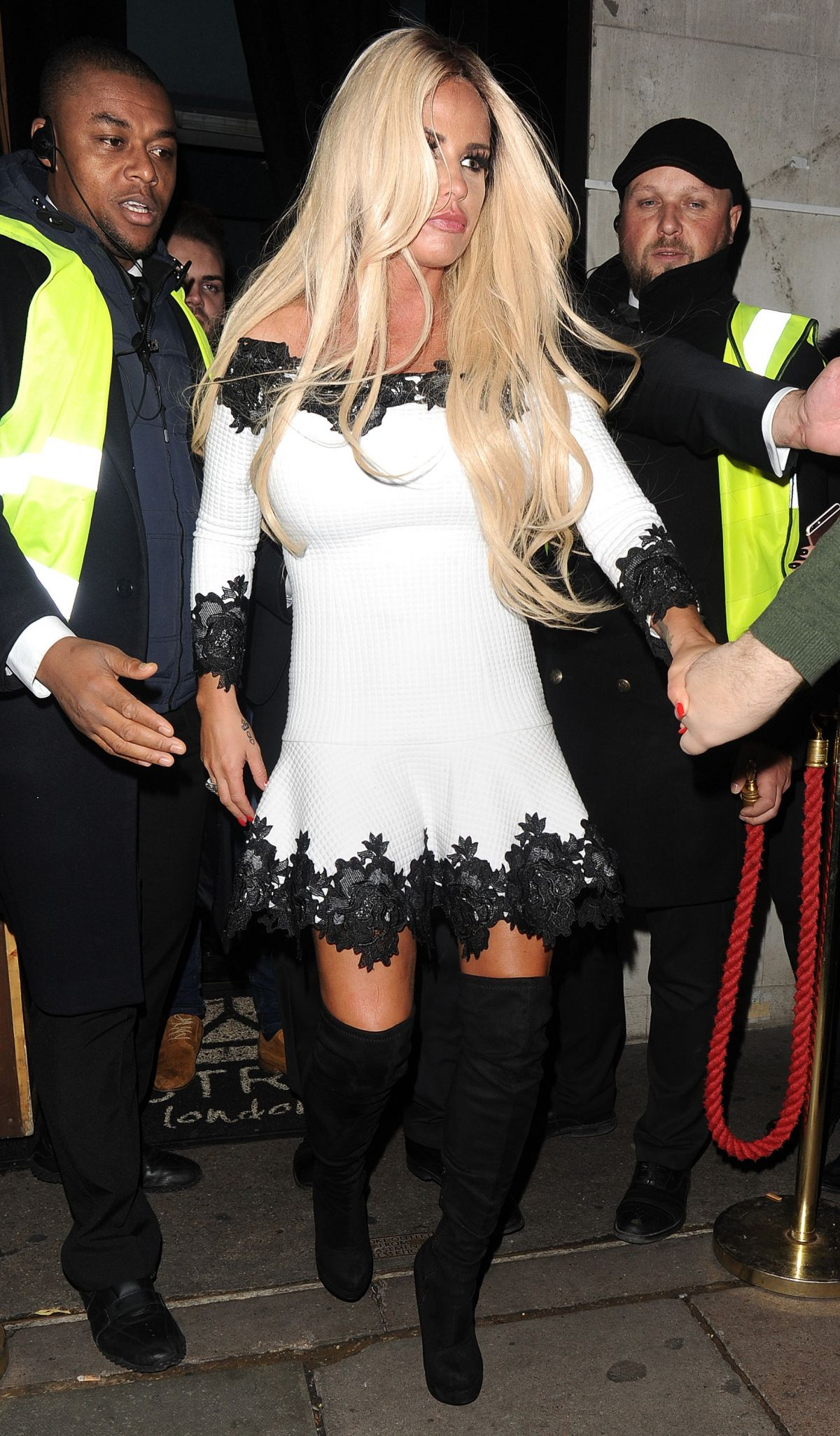 Katie Price Out for the evening in London   katie-price-out-for-the-evening-in-london_6