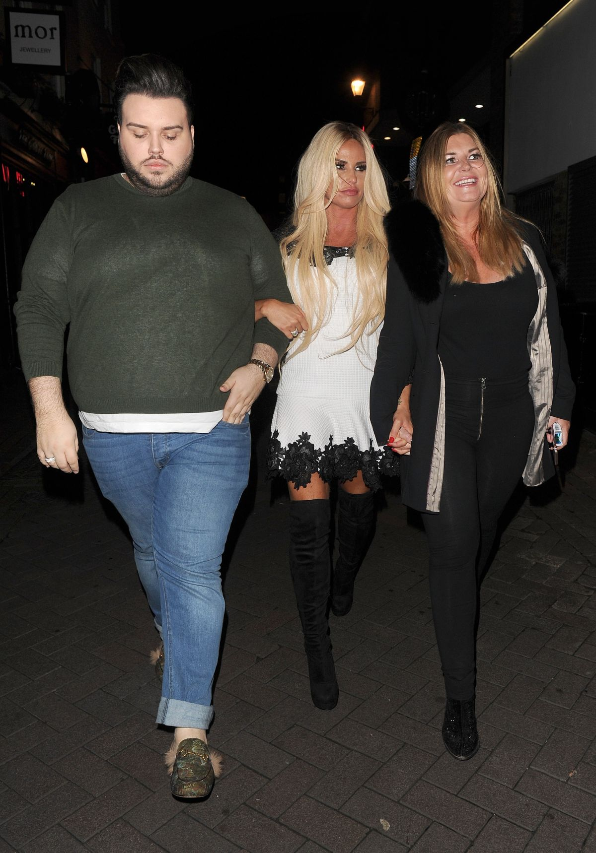 Katie Price Out for the evening in London   katie-price-out-for-the-evening-in-london_8