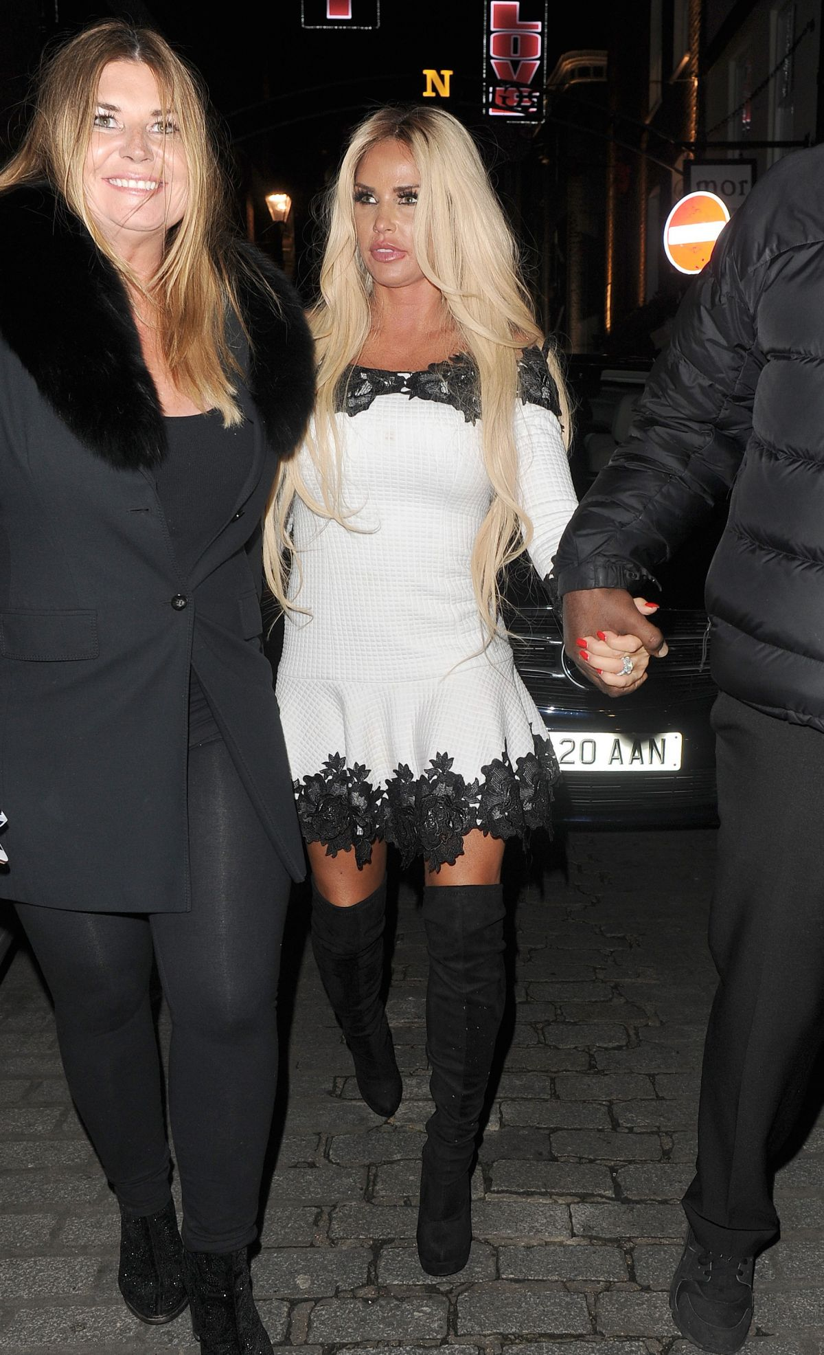 Katie Price Out for the evening in London   katie-price-out-for-the-evening-in-london_9