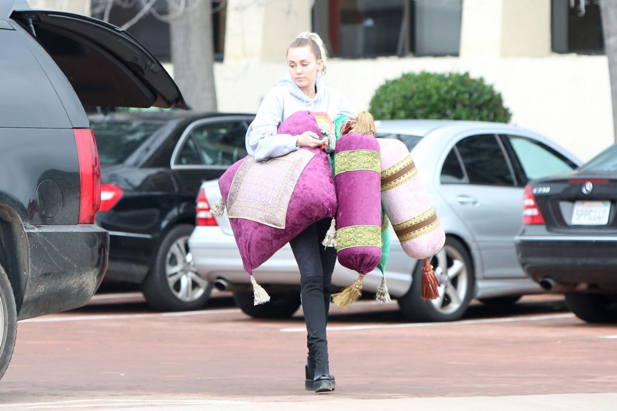 Miley Cyrus Out And About In Malibu Celebzz