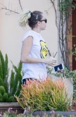 Miley Cyrus Picking Up a To-Go Order - Malibu