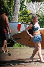 Paige VanZant Goes stand up paddle boarding while on vacation in Hawaii