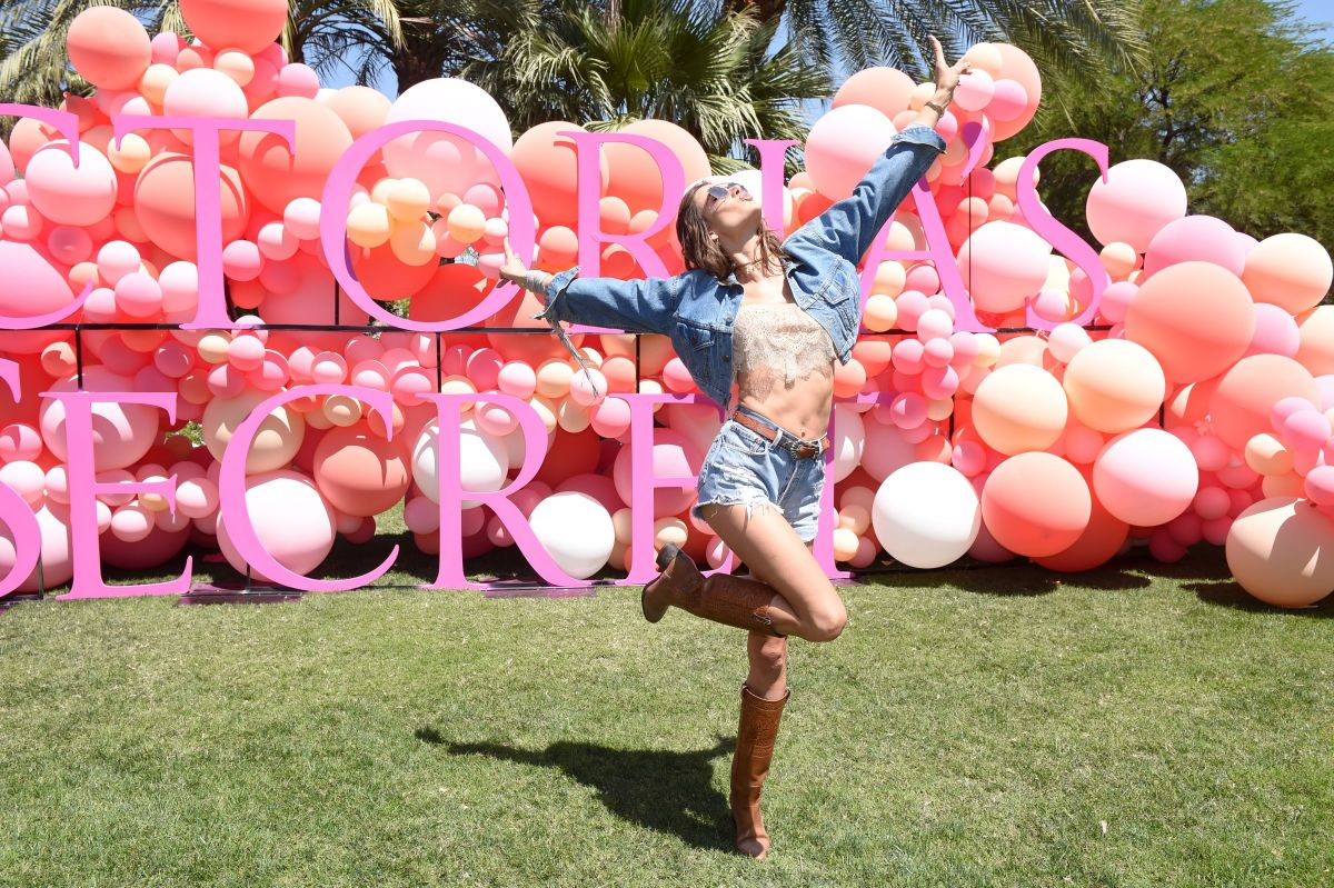 Watch Alessandra ambrosio at the vss angel oasis in the sexiest festival fashion in indio video