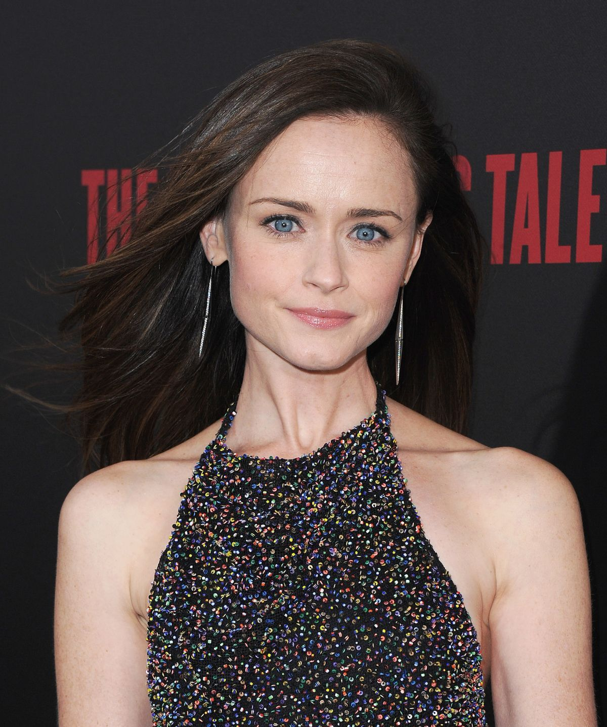 alexis bledel at the handmaid s tale premiere in hollywood