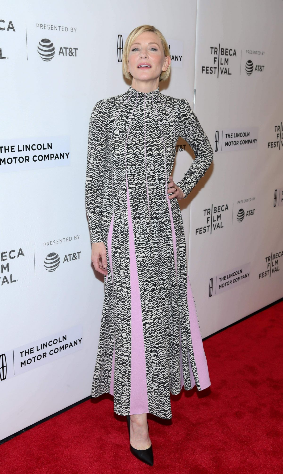 Cate Blanchett At Premiere of