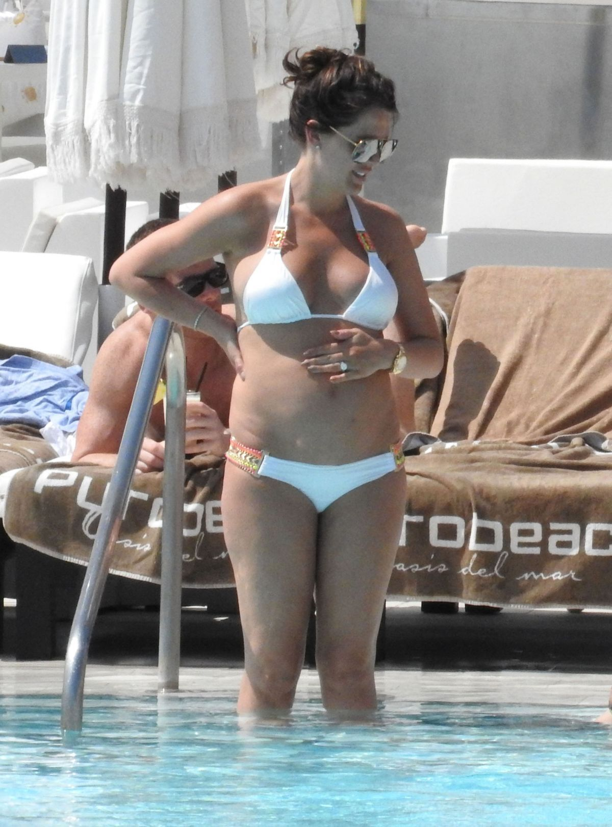 Danielle Lloyd By the Pool in Marbella   danielle-lloyd-by-the-pool-in-marbella_12