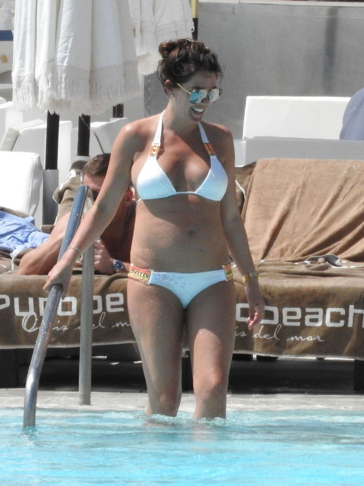 Danielle Lloyd By the Pool in Marbella   danielle-lloyd-by-the-pool-in-marbella_13