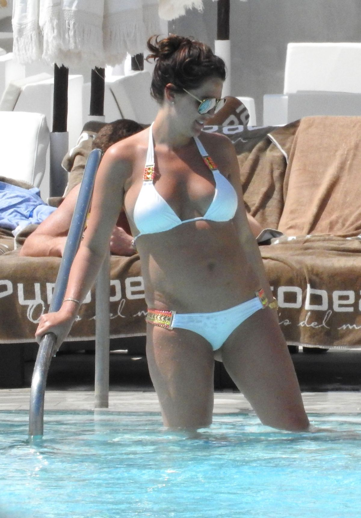 Danielle Lloyd By the Pool in Marbella   danielle-lloyd-by-the-pool-in-marbella_14