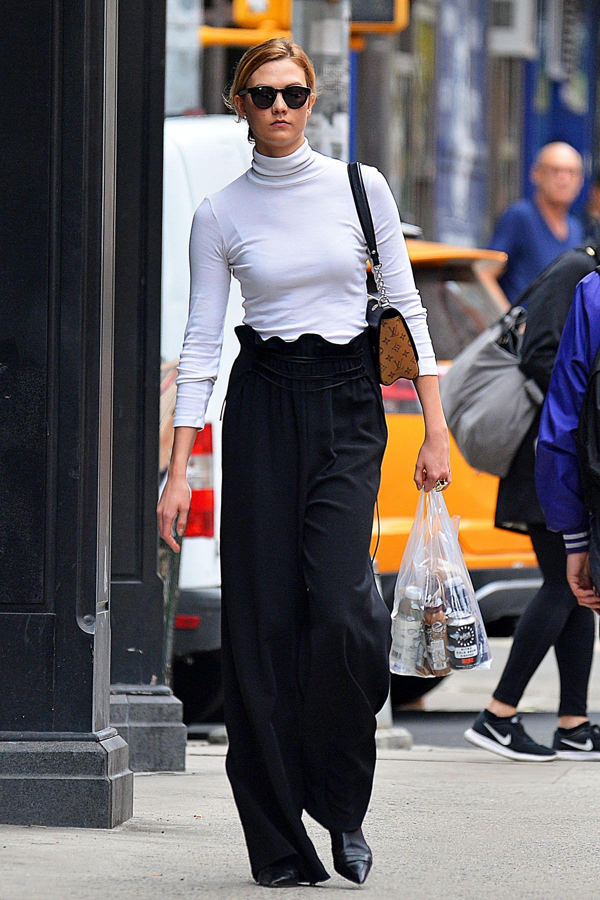 Karlie Kloss Shopping in NYC