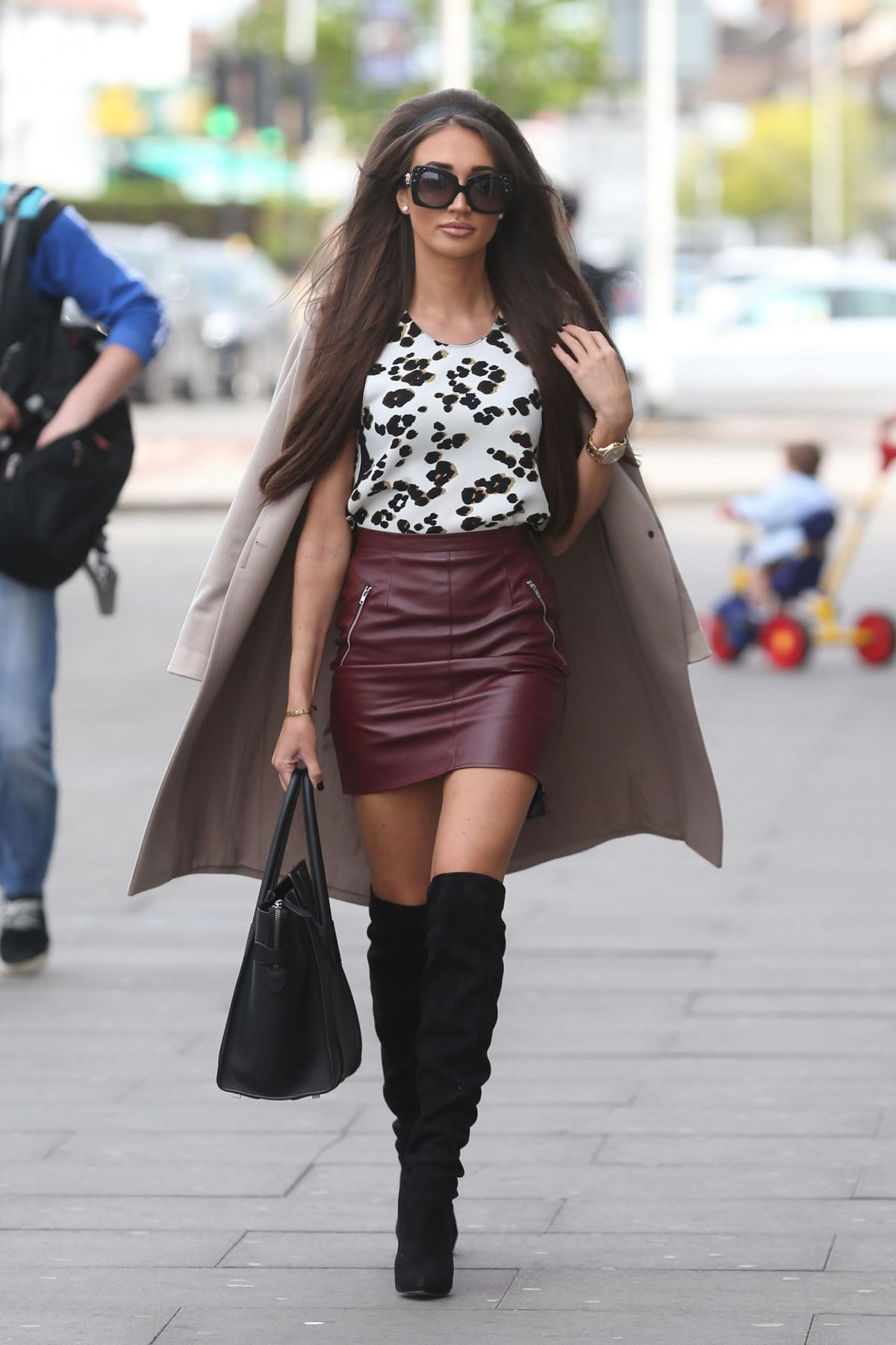 Megan McKenna Filming scenes for TOWIE at Faces Nightclub in Ilford, UK   megan-mckenna-filming-scenes-for-towie-at-faces-nightclub-in-ilford-uk_2