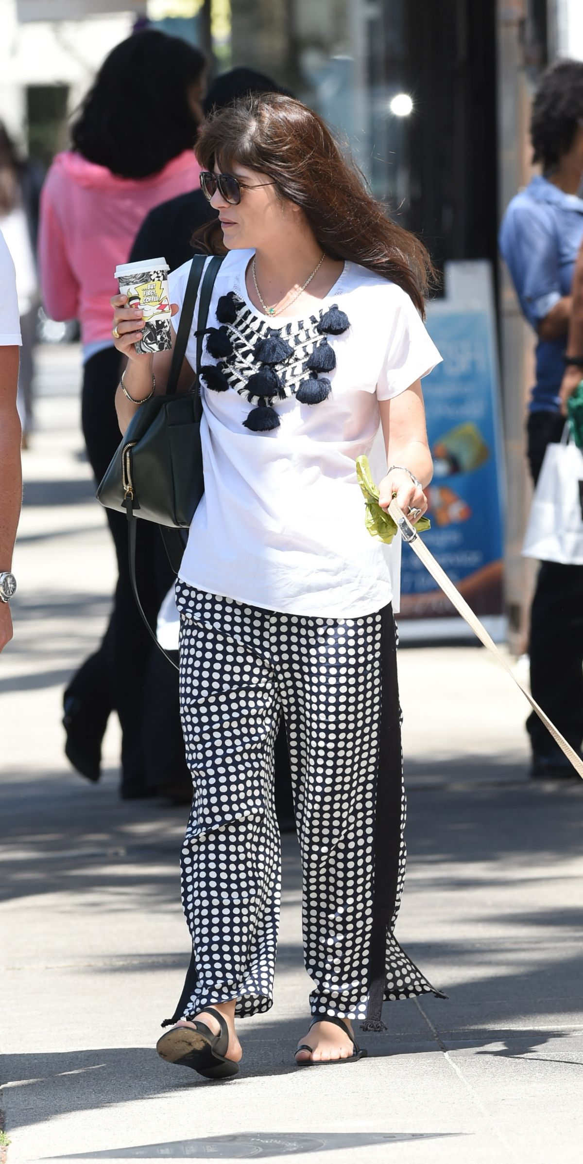 Selma Blair Out with her dog in LA   selma-blair-out-with-her-dog-in-la-_12