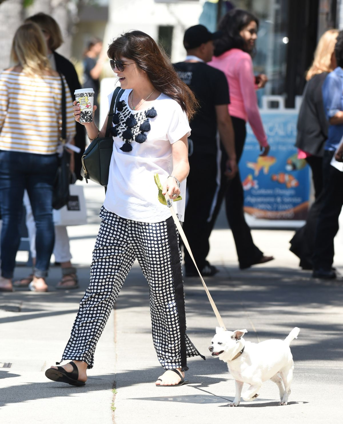 Selma Blair Out with her dog in LA   selma-blair-out-with-her-dog-in-la-_13