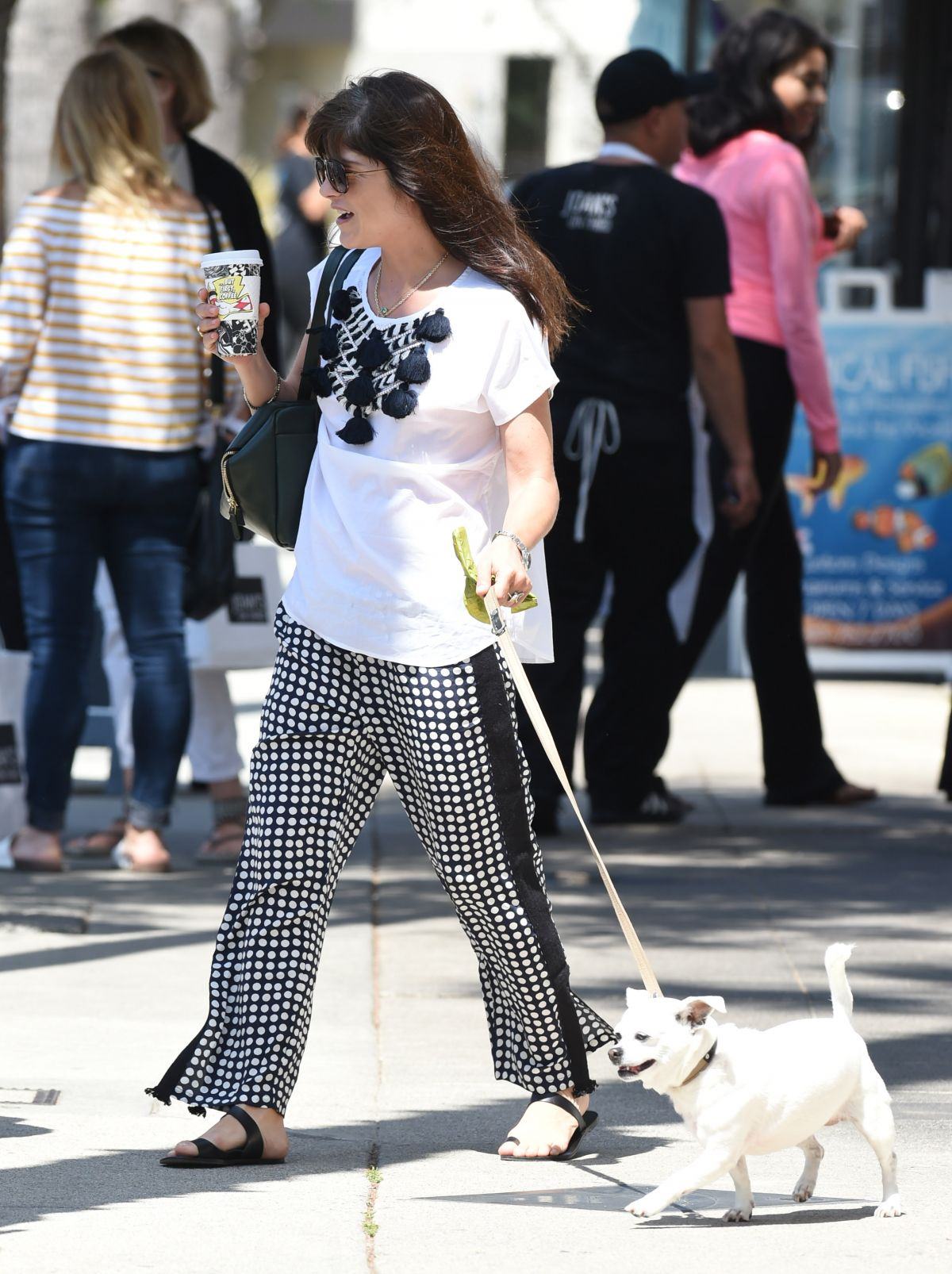 Selma Blair Out with her dog in LA   selma-blair-out-with-her-dog-in-la-_14