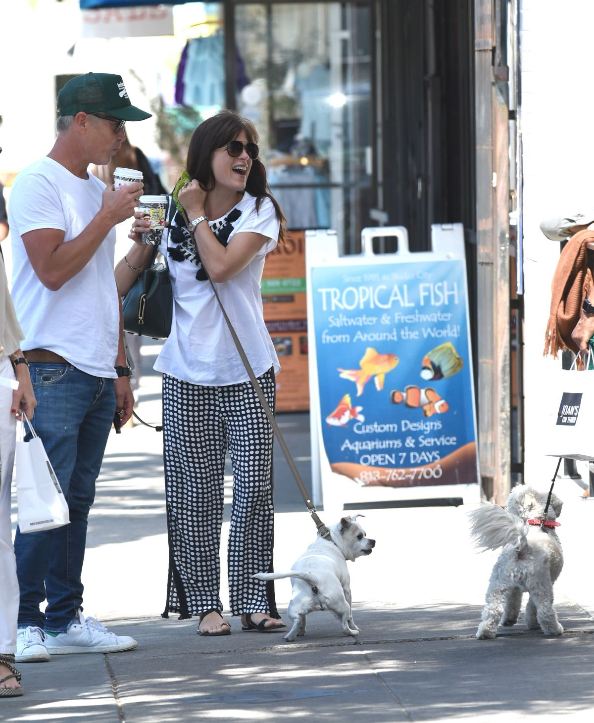 Selma Blair Out with her dog in LA   selma-blair-out-with-her-dog-in-la-_3