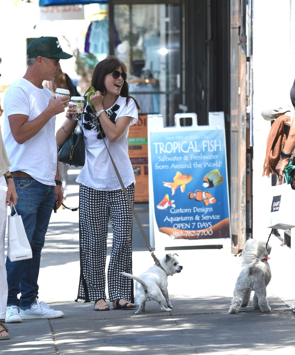 Selma Blair Out with her dog in LA   selma-blair-out-with-her-dog-in-la-_4