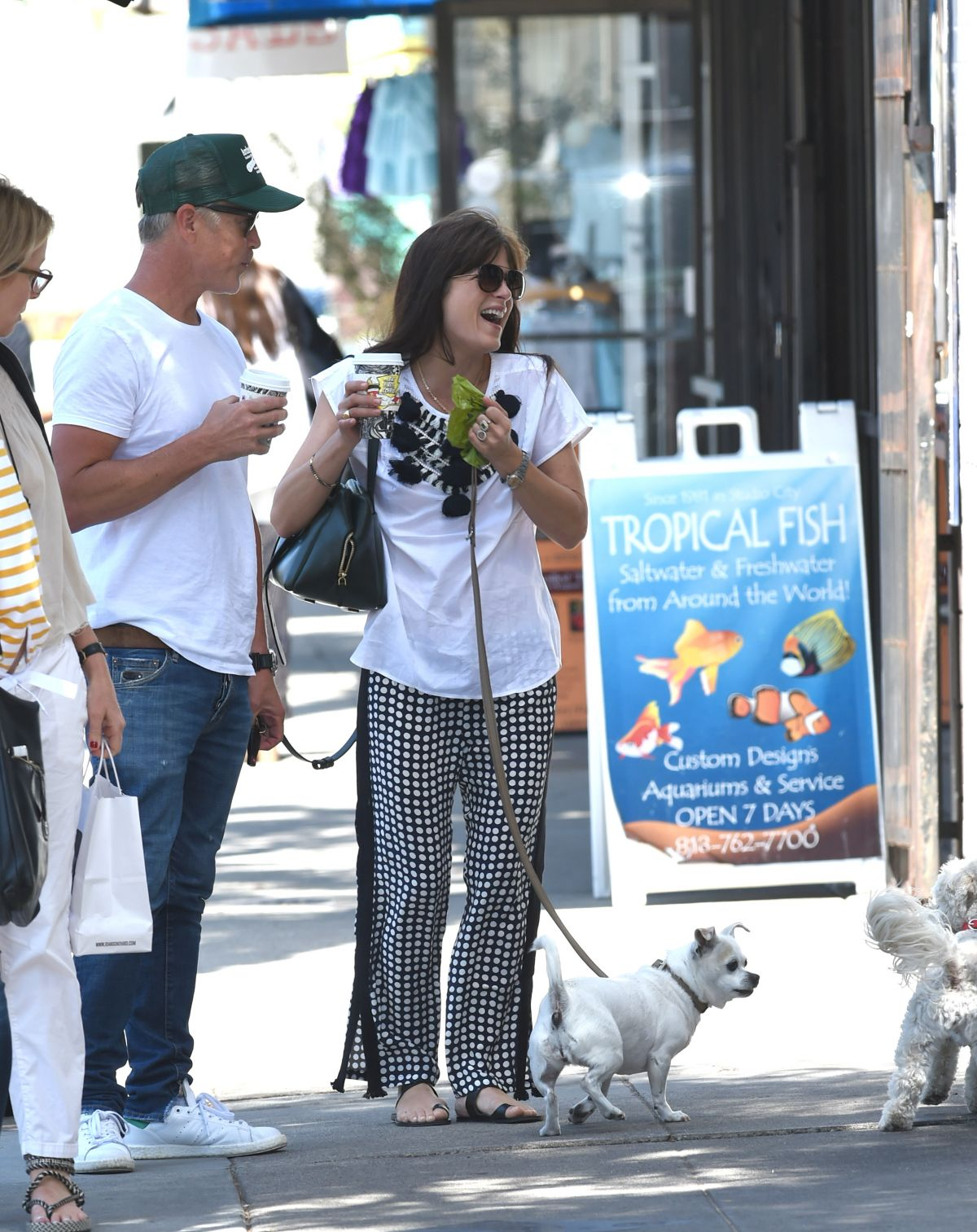 Selma Blair Out with her dog in LA   selma-blair-out-with-her-dog-in-la-_5