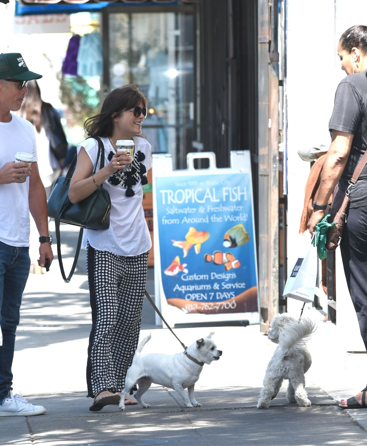 Selma Blair Out with her dog in LA   selma-blair-out-with-her-dog-in-la-_6