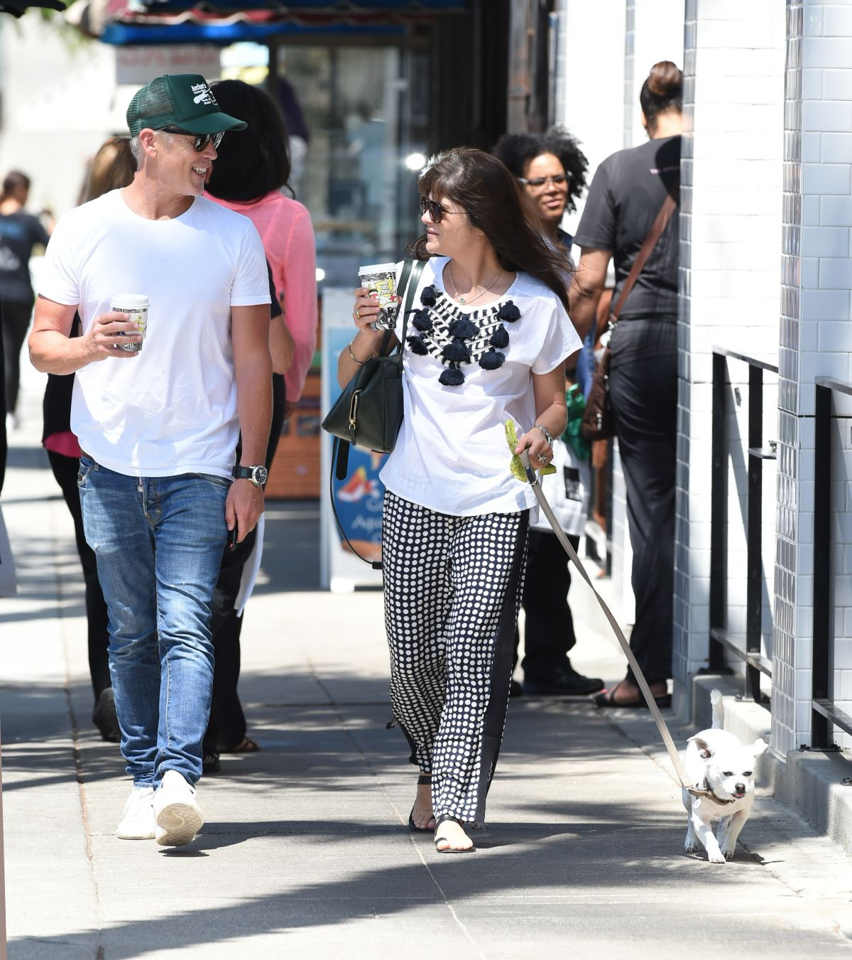 Selma Blair Out with her dog in LA   selma-blair-out-with-her-dog-in-la-_8