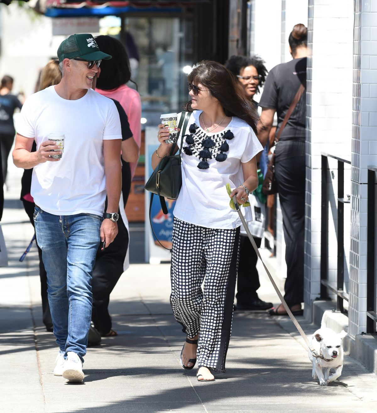 Selma Blair Out with her dog in LA   selma-blair-out-with-her-dog-in-la-_9