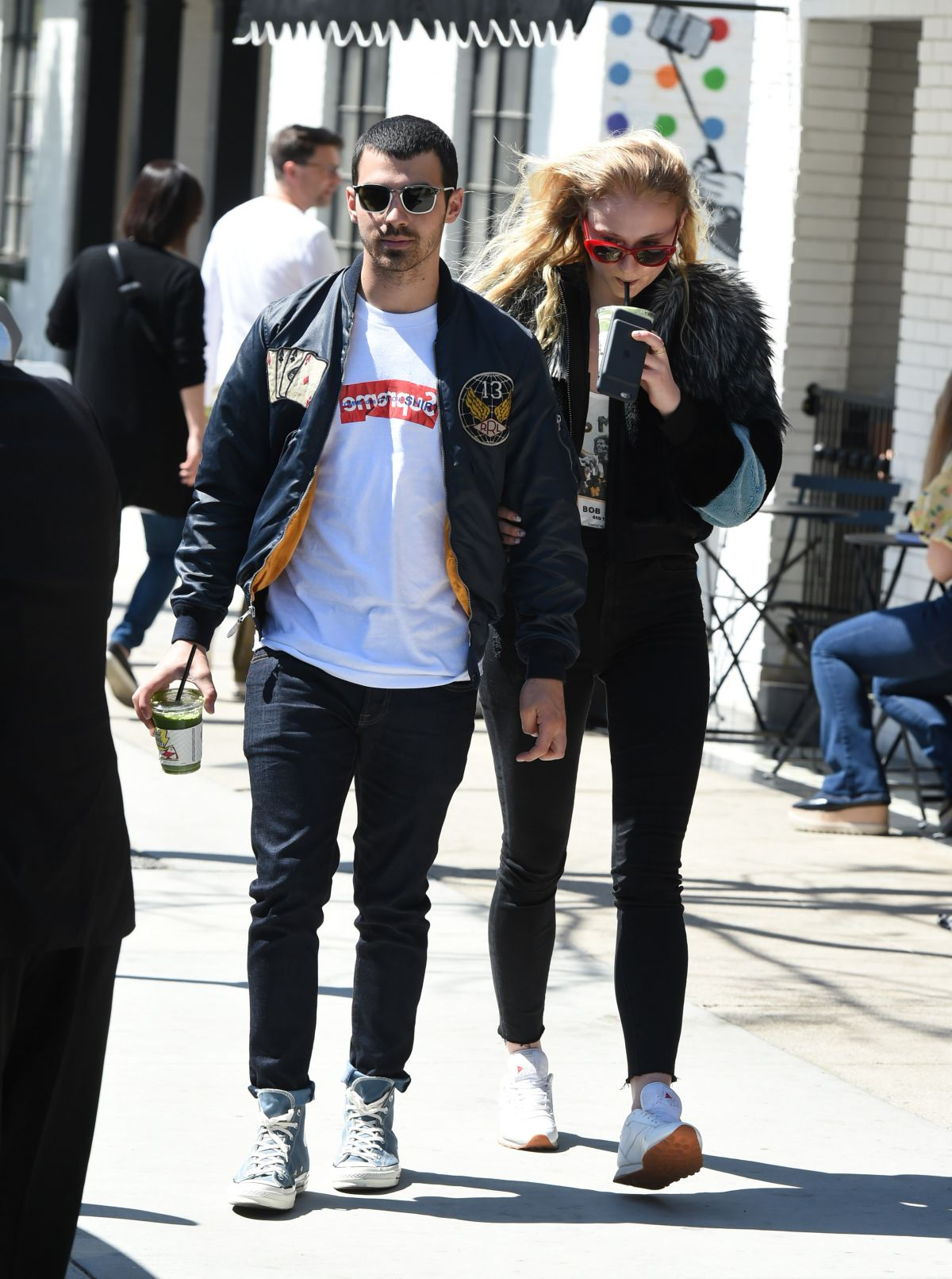 Sophie Turner Grabs some drinks in LA   sophie-turner-grabs-some-drinks-in-la_8