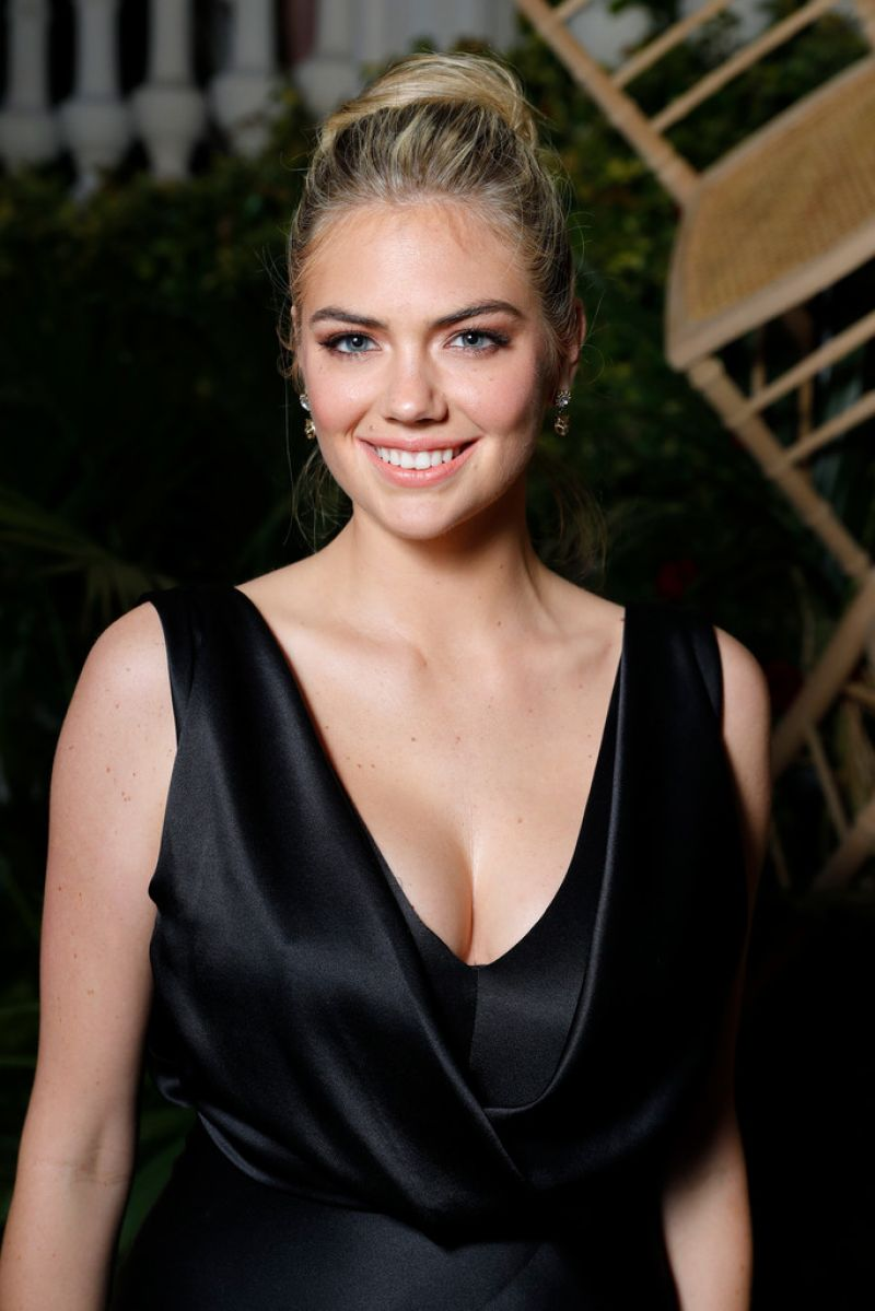 Kate Upton: Kate Upton At AMORE Cocktail Reception Hosted By Ricardo